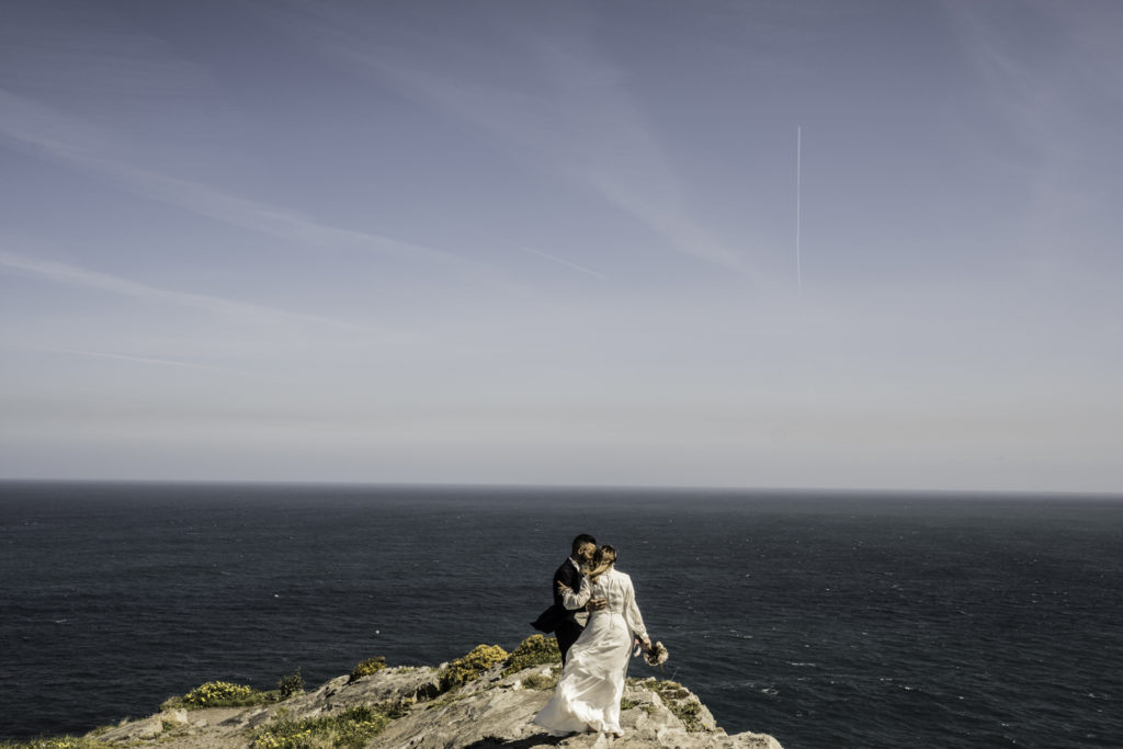 novios frente al mar